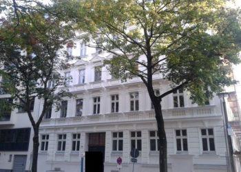 Kernsanierter Gründerzeitaltbau ! Luxuriös sanierte 8-Zimmer-Maisonette mit kleinem Garten, 10115 Berlin, Etagenwohnung