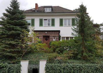 Schönstes Nikolassee! Charmante Landhaus Villa der 30-er Jahre mit 9 Zimmern, 14129 Berlin-Nikolassee, Zweifamilienhaus